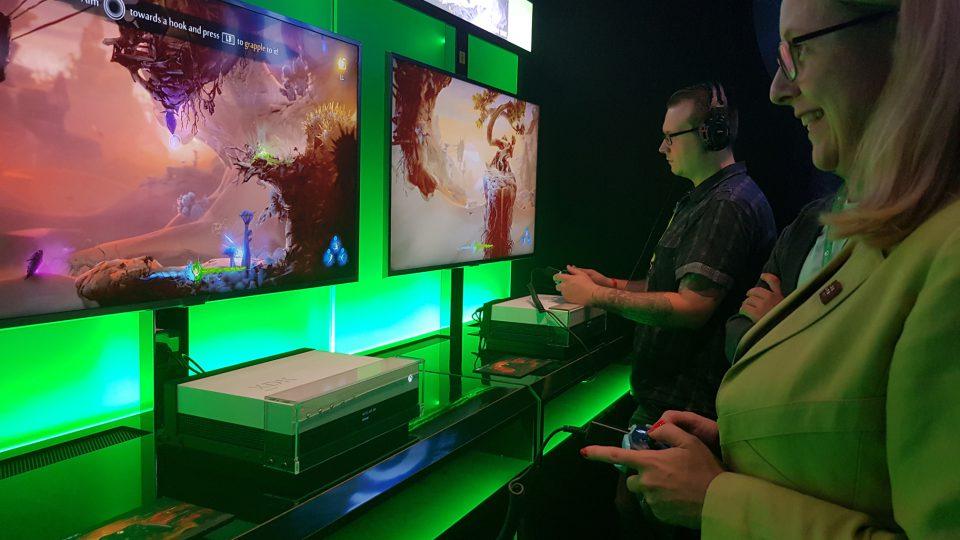 Digitalisierungsministerin Schramböck zu Besuch auf der Gamescom. Foto: Microsoft/Lisa Schell